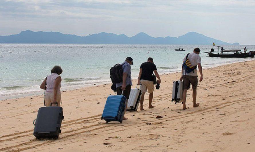 Россияне больше путешествуют — говорит статистика. Туристы в этом году экономят — говорят турагенты. Кто прав?